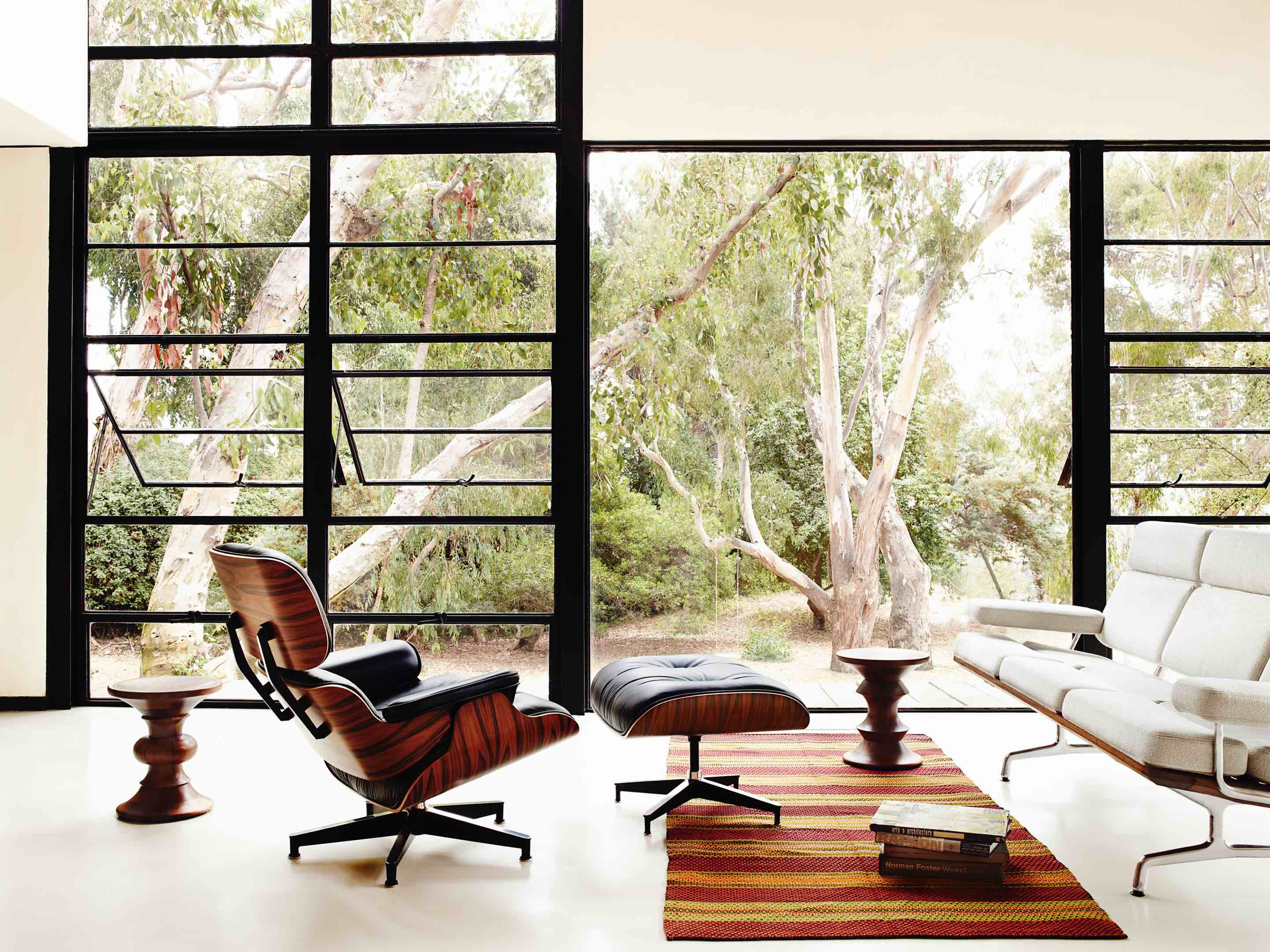Charles Eames – Eames Lounge Chair and Ottoman